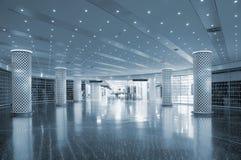 Flughafeninnenzeichen und -leuchten Stockbilder