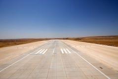 Flughafenrollbahn lizenzfreie stockbilder