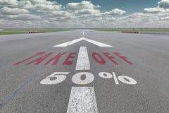 Flughafenrollbahnpfeil 50 Prozent Stockfoto