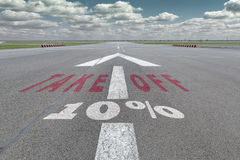 Flughafenrollbahnpfeil 10 Prozent Lizenzfreie Stockfotos