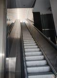 Flughafenrolltreppen Stockbild