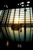 Flughafensonnenuntergang Stockfoto