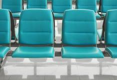 Flughafenwartesitz stockfotos