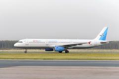 Fluglinien A321 Airbusses MetroJet macht das Mit einem Taxi fahren Lizenzfreie Stockbilder
