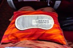 Fluglinien-Schlaf-Maske lizenzfreie stockfotos