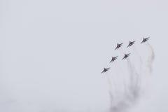 Flugschau im Himmel über der Krasnodar-Flughafen-Flugschule Airshow zu Ehren des Verteidigers des Vaterlands MiG-29 im Himmel Stockfotos