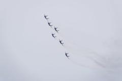 Flugschau im Himmel über der Krasnodar-Flughafen-Flugschule Airshow zu Ehren des Verteidigers des Vaterlands MiG-29 im Himmel Lizenzfreie Stockfotos