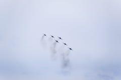 Flugschau im Himmel über der Krasnodar-Flughafen-Flugschule Airshow zu Ehren des Verteidigers des Vaterlands MiG-29 im Himmel Lizenzfreie Stockbilder