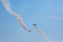 Flugschau mit Rauche Stockfotos