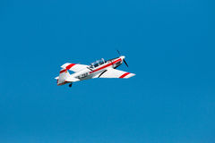 Flugschauflugzeug lokalisiert stockbilder