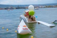Flugtag 2016 в Варне Вытягивать потерянные части ремесел из воды Стоковая Фотография