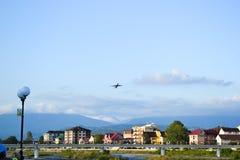 Flugzeug über Adler Lizenzfreie Stockfotos