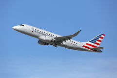 Flugzeug Amerikaner-Eagle Embraers 175LR Lizenzfreies Stockbild