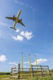 Flugzeug auf approch nach Manchester Lizenzfreie Stockfotos