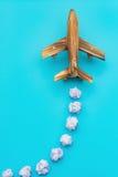 Flugzeug auf Blau mit blinder Wolke Lizenzfreies Stockbild
