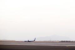 Flugzeug auf der Rollbahn stockfotos