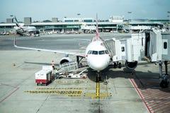Flugzeug auf Flugvorbereitung lizenzfreies stockfoto
