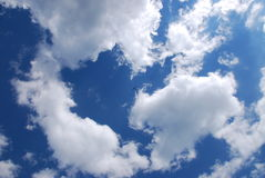 Flugzeug auf Himmel Stockfotos