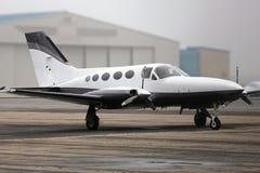 Flugzeug auf Plattform Stockfotografie