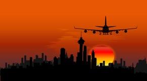 Flugzeug auf Stadtbildhintergrund Stockfotografie