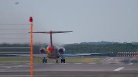 Flugzeug beschleunigen sich vor Abfahrt stock footage