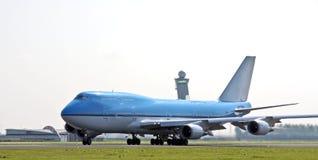 Flugzeug betriebsbereit sich zu entfernen Stockfotografie