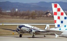 Flugzeug Breitling DC-3 in Zagreb Stockfotos