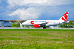 Flugzeug CSA Czech Airlines Airbus A319 nach Ankunft an internationalem Flughafen Pulkovo in St Petersburg, Russland Lizenzfreie Stockbilder