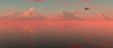 Flugzeug, das über See mit Bergen auf dem Horizont bei Sonnenaufgang fliegt Lizenzfreie Stockbilder