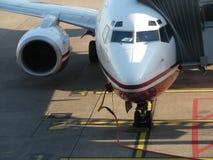 Flugzeug, das für Start sich vorbereitet Stockfotos