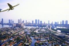 Flugzeug, das in Miami sich entfernt Lizenzfreie Stockfotos