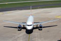 Flugzeug in der Parkposition Lizenzfreie Stockbilder