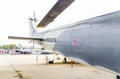 Flugzeug des Militärs am Kindertag Stockfotografie
