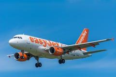 Flugzeug easyJet G-EZDI Airbus A319-100 Lizenzfreies Stockfoto