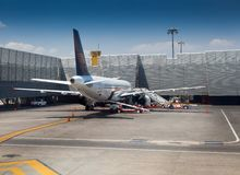 Flugzeug an einem Flughafen, Benito Juarez Stockbilder