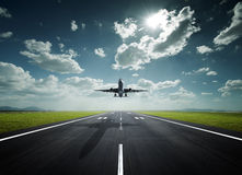 Flugzeug an einem sonnigen Tag stockbilder