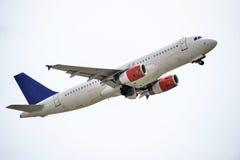 Flugzeug entfernen sich stockfotos