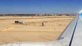 Flugzeug fährt auf die Rollbahn, um zu starten Lizenzfreies Stockbild