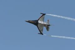 Flugzeug F16 lizenzfreies stockfoto
