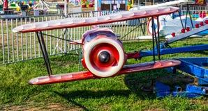 Flugzeug-Fahrt an der lokalen Messe stockbild