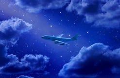 Flugzeug-Flugwesen-nächtlicher Himmel Stockfotos