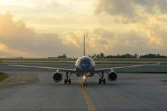 Flugzeug an Ft Lauderdale-Flughafen Stockbild