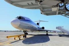 Flugzeug im aiport Stockfoto