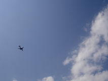 Flugzeug im Himmel Stockfotografie