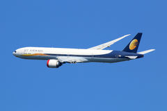 Flugzeug Jet Airways Boeings 777-300 Lizenzfreie Stockfotos