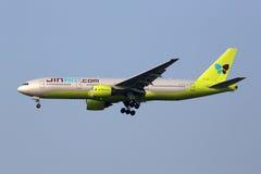 Flugzeug Jin Air Boeings 777-200 International Airp Seouls Incheon Stockbild