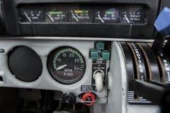 Flugzeug-Maschinen-Instrumente und Fahrwerk-Griff Lizenzfreie Stockfotos