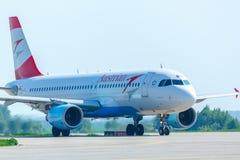 Flugzeug-Mit einem Taxi fahren Stockbild