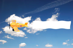 Flugzeug mit Fahne Stockbild