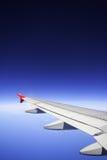 Flugzeug mit nettem blauem Himmel. Lizenzfreie Stockfotos